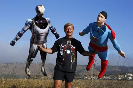 Image 2 : Quand Superman et Iron Man survolent le ciel californien