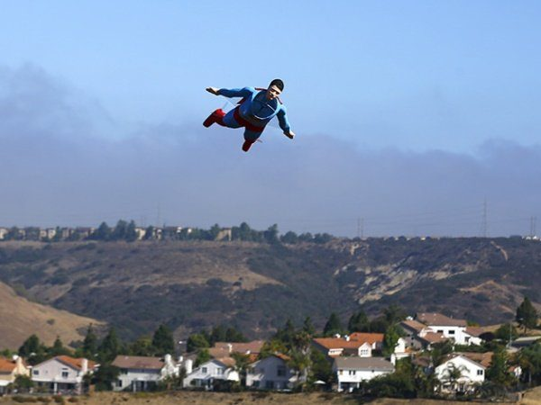 Image 1 : Quand Superman et Iron Man survolent le ciel californien