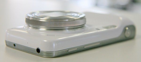 Image 3 : [Test] Samsung Galaxy S4 Zoom : entre smartphone et appareil photo compact
