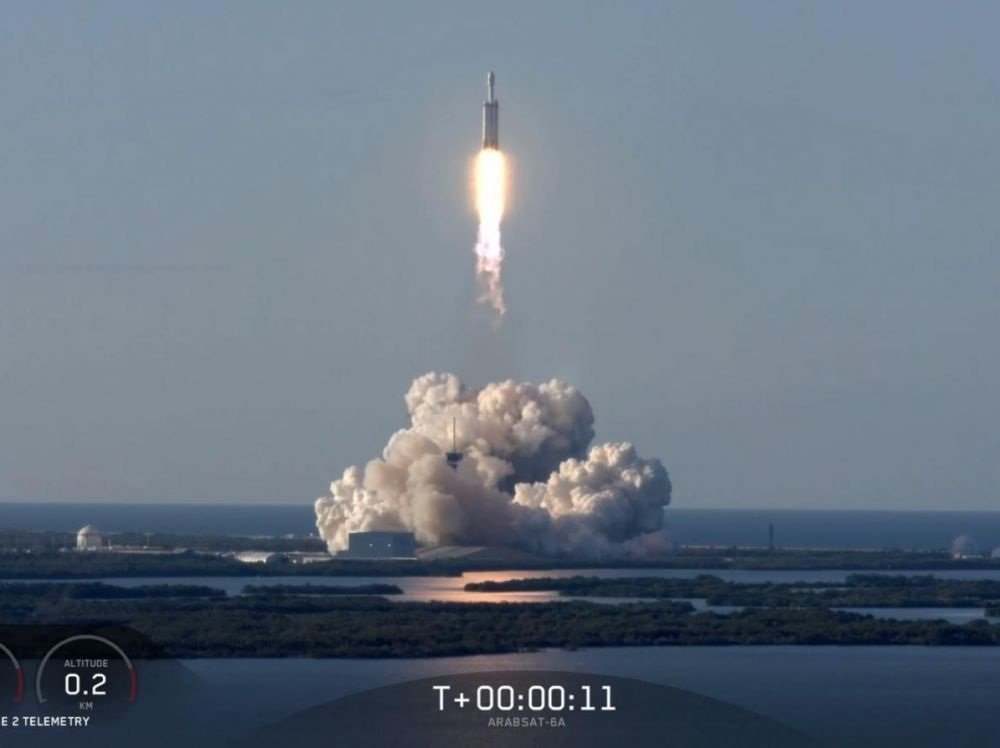 Image 1 : SpaceX : mission réussie à 100% pour Falcon Heavy