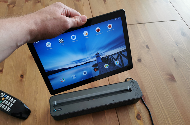 Image 4 : Lenovo Smart Tab : on a testé l'assistant vocal qui se transforme en tablette
