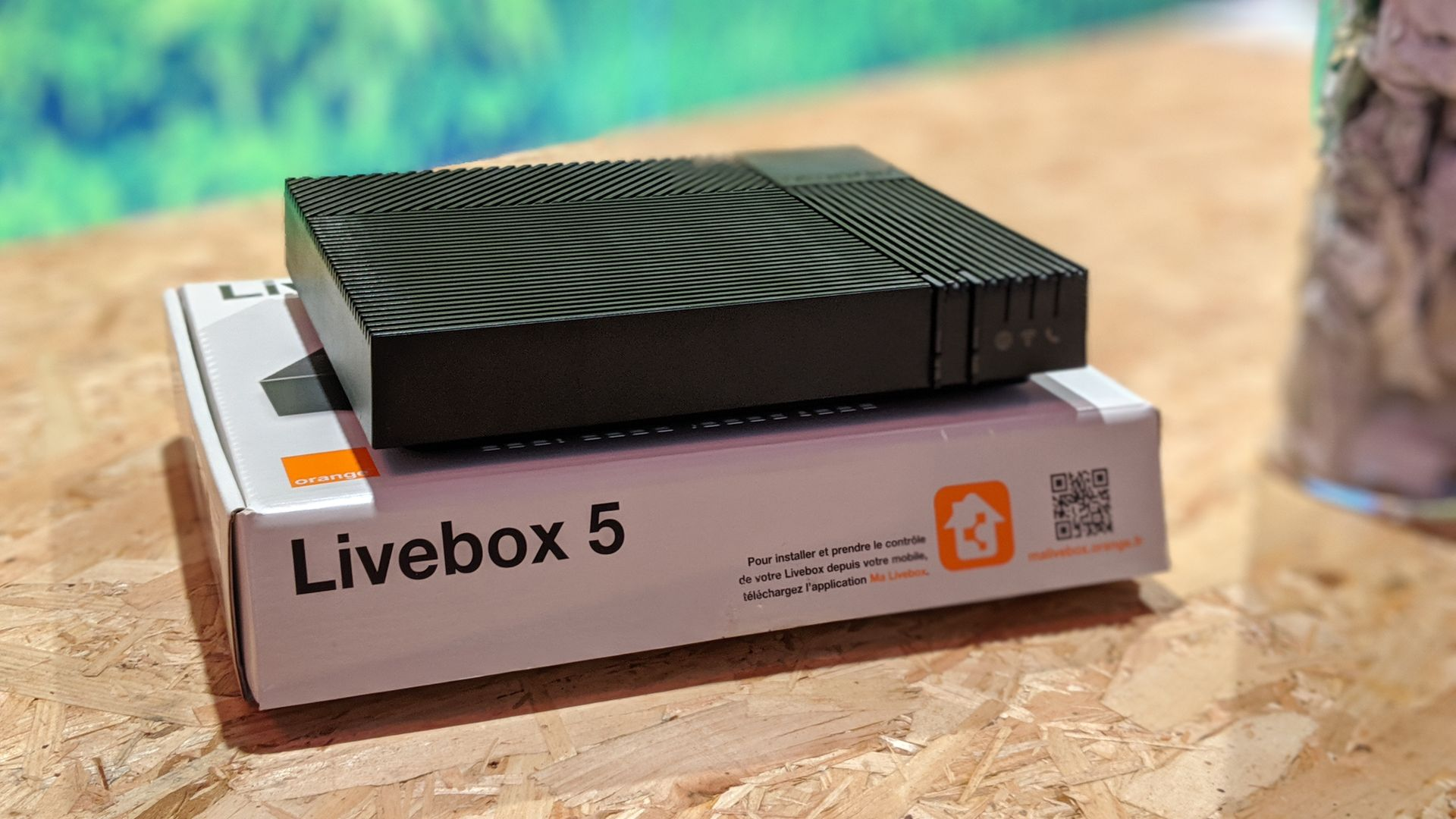 Image 2 : Livebox 5 : on a (déjà) démonté la box recyclée d'Orange