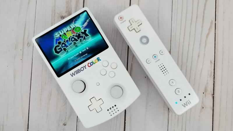 Image 1 : Un fan crée une Wii portable en forme de Game Boy Color