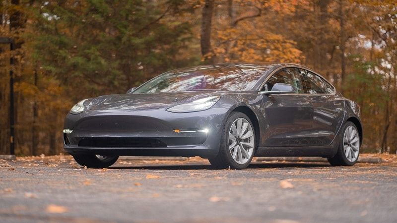 Photo d'une Tesla Model 3.